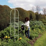 Harrod Steel Round Obelisks – Lichen Green